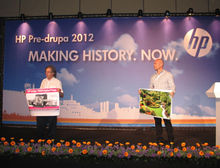 Alon Bar-Shany (à droite sur la photo), vice-président et directeur général de HP Indigo.