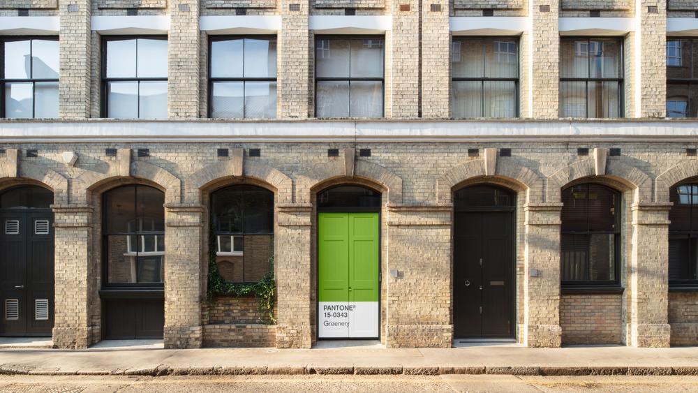 Airbnb décore un appartement à la couleur Pantone de l'année